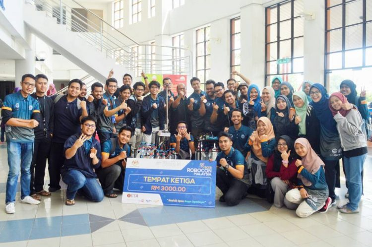 IIUM ROBOTEAM! (co-sponsored by the IEEE IMS).